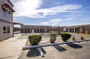 StaxUp Storage - Calexico