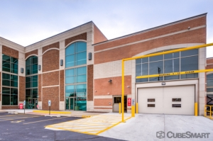 Image of CubeSmart Self Storage - Chicago - 6000 W Touhy Ave Facility on 6000 W Touhy Ave  in Chicago, IL - View 4