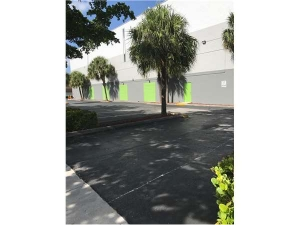 Extra Space Storage - North Miami - NE 16th Ave - Photo 7