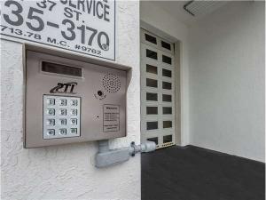 Extra Space Storage - Miami - 3rd Street - Photo 6
