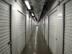 Country Club Storage & Wine Cellar - Photo 8