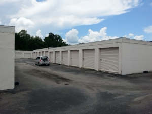 Colonial Self Storage - Colonial Plaza