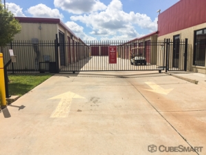 CubeSmart Self Storage - Moore - 820 NW 27th St - Photo 3