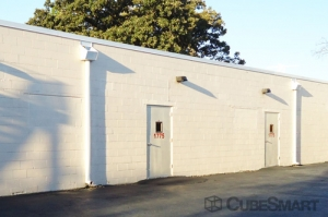 CubeSmart Self Storage - Glenview - 1775 Chestnut Ave - Photo 8
