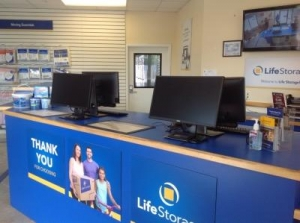 Life Storage - Orlando - 4650 South Semoran Boulevard - Photo 6