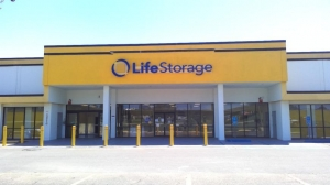 Image of Life Storage - Baton Rouge - 10770 Jefferson Highway Facility at 10770 Jefferson Highway  Baton Rouge, LA