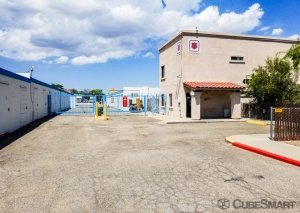 CubeSmart Self Storage - Tucson - N Flowing Wells Rd. - Photo 1
