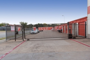 Image of Public Storage - Fort Worth - 1048 E Seminary Drive Facility on 1048 E Seminary Drive  in Fort Worth, TX - View 4
