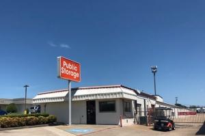 Public Storage - Duncanville - 732 South Cedar Ridge Drive Facility at  732 South Cedar Ridge Drive, Duncanville, TX