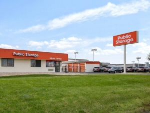 Public Storage - Palatine - 1385 E Dundee Road Facility at  1385 E Dundee Road, Palatine, IL