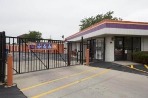 Public Storage - Rolling Meadows - 2401 Lois Drive Facility at  2401 Lois Drive, Rolling Meadows, IL