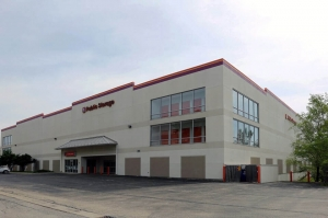 Public Storage - Deerfield - 125 S Pfingsten Road Facility at  125 S Pfingsten Road, Deerfield, IL