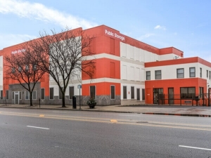 Public Storage - Chicago - 5643 N Broadway St Facility at  5643 N Broadway St, Chicago, IL