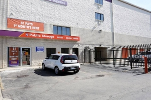 Public Storage - Chicago - 4072 N Broadway Street