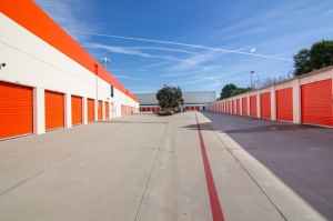 Image of Public Storage - El Segundo - 1910 Hughes Way Facility on 1910 Hughes Way  in El Segundo, CA - View 2