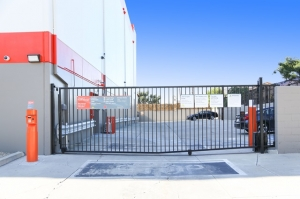 Public Storage - Los Angeles - 5941 Venice Blvd - Photo 4