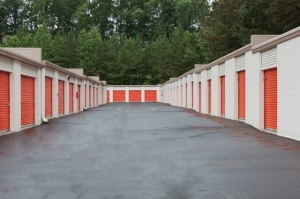 Image of Public Storage - Raleigh - 6921 Glenwood Ave Facility on 6921 Glenwood Ave  in Raleigh, NC - View 2