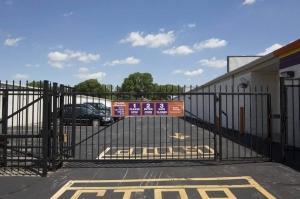 Image of Public Storage - Lombard - 1110 E Roosevelt Road Facility on 1110 E Roosevelt Road  in Lombard, IL - View 4