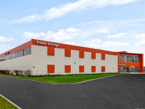 Public Storage - Niles - 7300 N Lehigh Ave Facility at  7300 N Lehigh Ave, Niles, IL