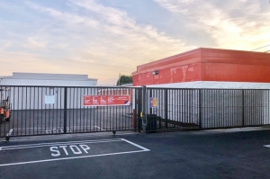 Image of Public Storage - Torrance - 4460 Del Amo Blvd Facility on 4460 Del Amo Blvd  in Torrance, CA - View 4