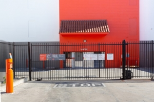 Image of Public Storage - Los Angeles - 11802 W Washington Blvd Facility on 11802 W Washington Blvd  in Los Angeles, CA - View 4