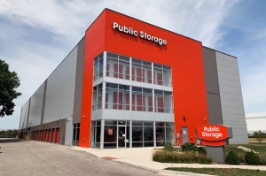 Public Storage - Skokie - 5830 Howard St Facility at  5830 Howard St, Skokie, IL