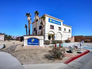 Life Storage - Palm Desert - 39700 Garand Lane Facility at  39700 Garand Lane, Palm Desert, CA