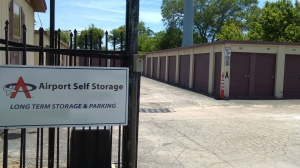 Airport Self Storage - Del Valle