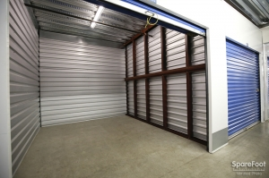 US Storage Centers - Montrose - 3708 Clifton Pl - Photo 11