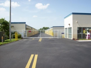 US Storage Centers - Miami Gardens - 2765 NW 207th St - Photo 2