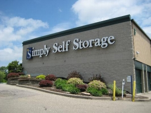Simply Storage - Reading - photo