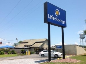 Life Storage - Pensacola - North Navy Boulevard Facility at  980 N Navy Blvd, Pensacola, FL