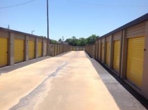 Image of Life Storage - Montgomery - Vaughn Plaza Road Facility on 2895 Vaughn Plaza Rd  in Montgomery, AL - View 3