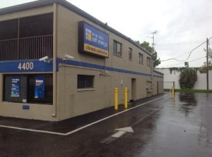 Uncle Bob's Self Storage - Fort Myers - Solomon Blvd