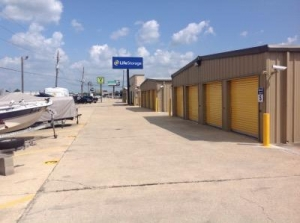 Life Storage - Baton Rouge - 11670 Airline Highway - Photo 7