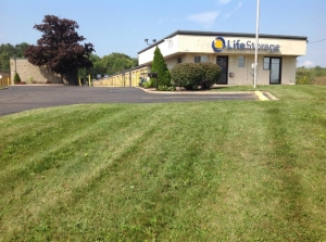 Life Storage - Warren - Elm Road Northeast Facility at  3787 Elm Rd NE, Warren, OH