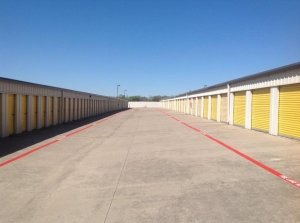 Image of Life Storage - Euless Facility on 1151 W Euless Blvd  in Euless, TX - View 3