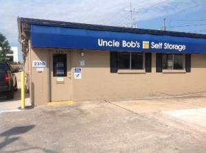Uncle Bob's Self Storage - Lafayette - 2310 W Pinhook Rd