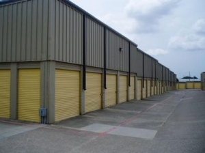 Uncle Bob&#x27;s Self Storage - Dallas - 1606 Plantation Rd - photo 