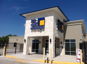 Life Storage - San Antonio - Hunt Lane