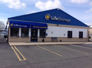 Life Storage - Bay Shore Facility at  110 Saxon Ave, Bay Shore, NY