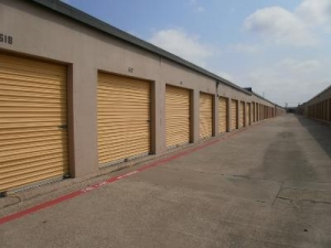 Uncle Bob's Self Storage - Dallas - 3333 N Buckner Blvd - photo