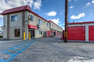 CubeSmart Self Storage - Long Beach Facility at  198 W Artesia Blvd, Long Beach, CA