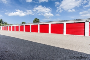 Image of CubeSmart Self Storage - Warrensville Heights Facility on 23711 Miles Road  in Warrensville Heights, OH - View 4