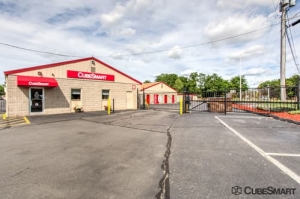 CubeSmart Self Storage - South Windsor Facility at  282 Chapel Road, South Windsor, CT