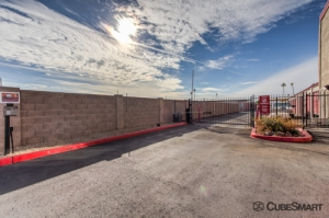 CubeSmart Self Storage - Glendale - Photo 6