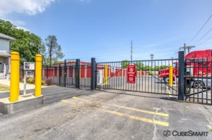 Image of CubeSmart Self Storage - Bellwood Facility on 2801 Harrison Street  in Bellwood, IL - View 4