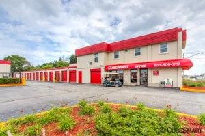 CubeSmart Self Storage - Waukegan Facility at  665 South Greenbay Road, Waukegan, IL