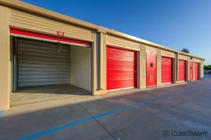 Image of CubeSmart Self Storage - Murrieta - 40410 California Oaks Road Facility on 40410 California Oaks Road  in Murrieta, CA - View 3