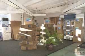 Storage Etc. - Woodland Hills - Photo 4